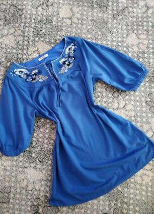 Натуральна блузка з вишивкою