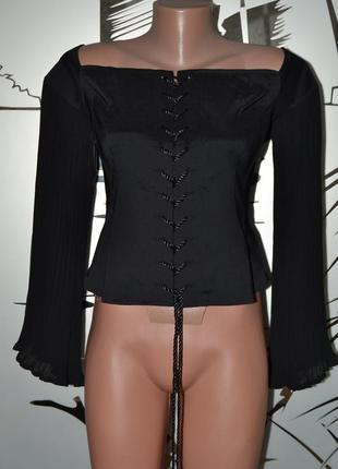 Большой выбор блузок и платьев разных размеров и фасонов корсет