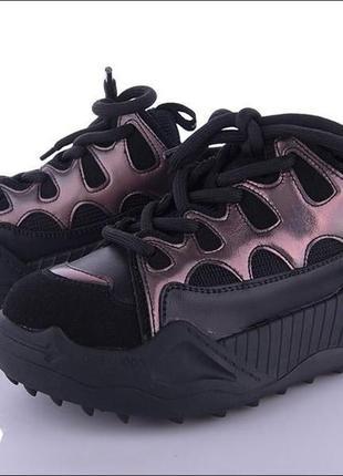 Кроссовки черные на высокой подошве + шипы с цветными вставками  женские осень-весна 2021