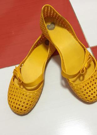 Крутые удобные мыльницы сандали босоножки балетки сланцы mel by melissa