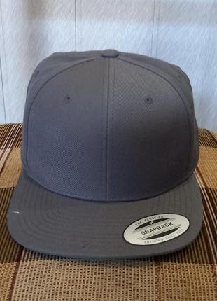Снепбек кепка мужская yupoong