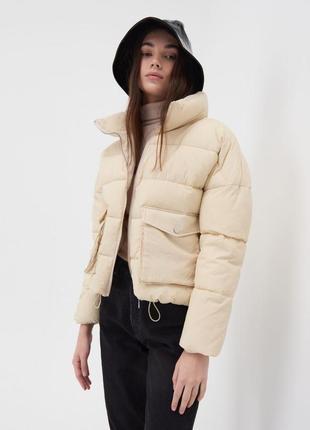Демисезонная куртка в светлых тонах