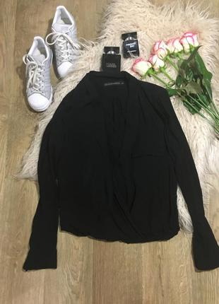 Очень стильная и крутая рубашка\красивый вырез\приятная к телу от zara