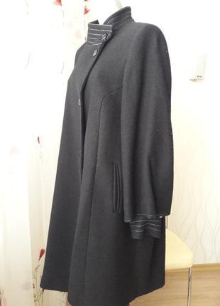 Элегантное, суперкрасивое, оригинальное, женственное демисезонное пальто. размер 44