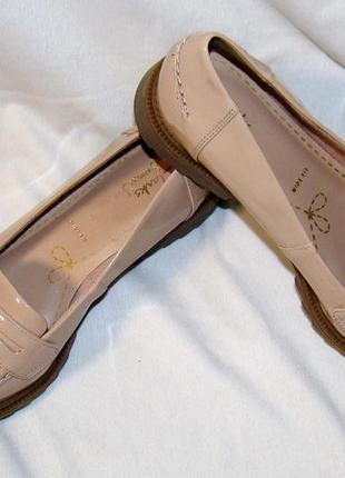 Туфли лоферы женские лаковые clarks
