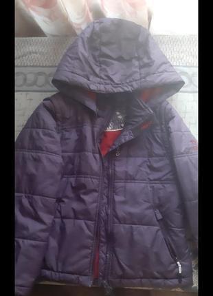 Курточка осенняя на девочку  размер на 128-134