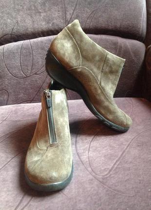 Стильные оливковые ботиночки  китай фабричній