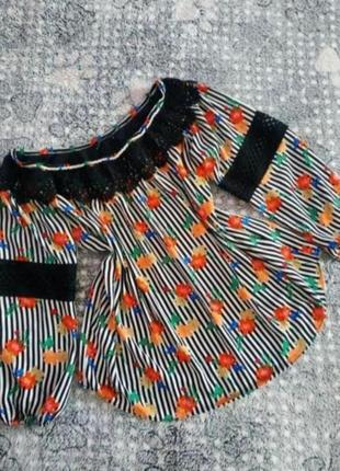 Нарядна блузка з ажуром в гарний квітковий принт