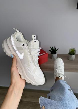 Шикарные кроссовки nike бежевые рефлективный логотип8 фото