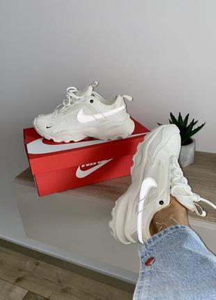 Шикарные кроссовки nike бежевые рефлективный логотип7 фото