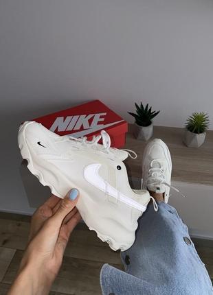 Шикарные кроссовки nike бежевые рефлективный логотип4 фото