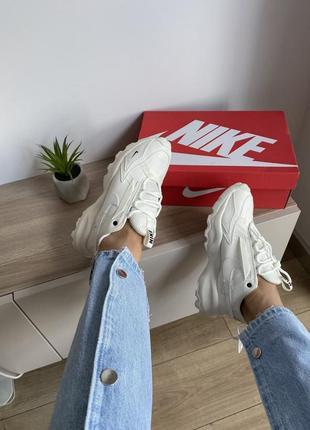 Шикарные кроссовки nike бежевые рефлективный логотип10 фото