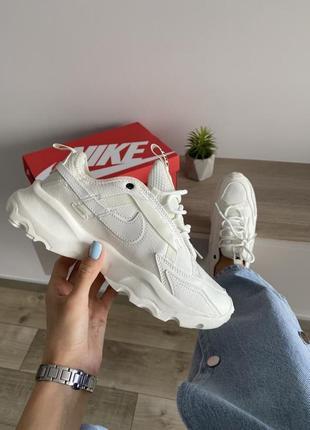 Шикарные кроссовки nike бежевые рефлективный логотип2 фото