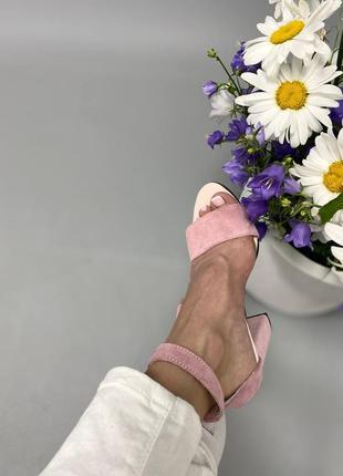 Босоножки на каблуке10 фото