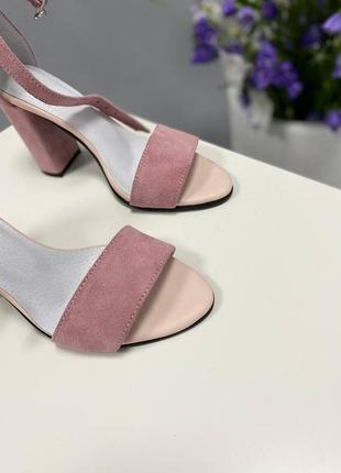 Босоножки на каблуке8 фото