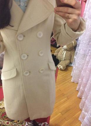 Пальто кремове з поясом 129грн