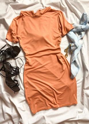 Коралловое мини платье с капюшоном по фигуре в спортивном стиле prettylittlething