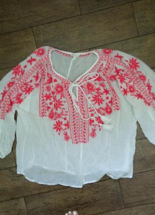 Батистовая блуза с вышивкой