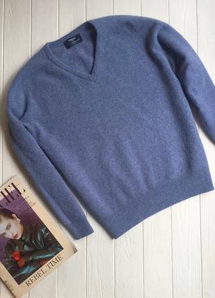 Красивый шерстяной свитер