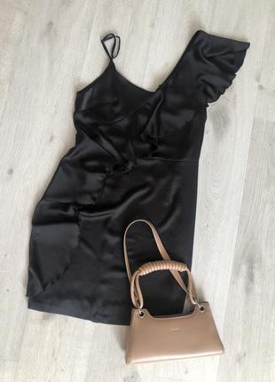 Чёрное нарядное платье на бретельках