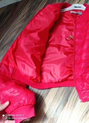 Женская курточка красная