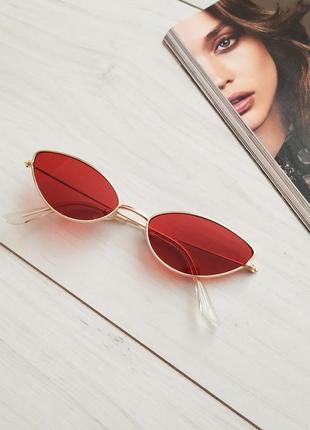 Красные узкие очки, лисички, кошачий глаз