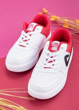 Женские кроссовки из эко-кожи на шнуровке