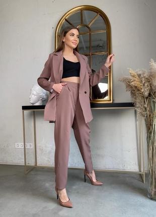 Коричневый брючный костюм (штаны бананы с пиджаком на подкладке)