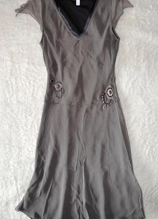 Шелковое платье   mango  с вышивкой