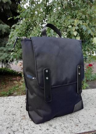 Рюкзак унисекс из ткани и винтажной кожи.