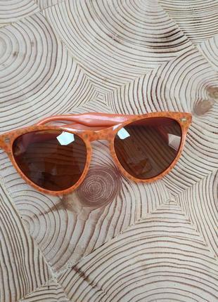 Солнцезащитные очки от polaroid.