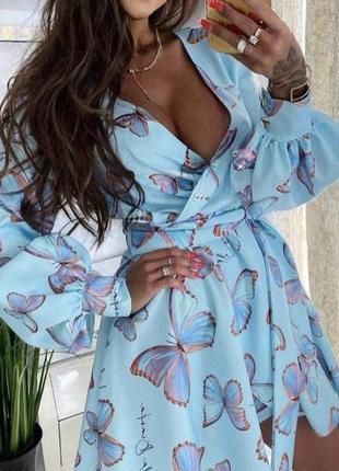 Гарне блакитне плаття з метеликами