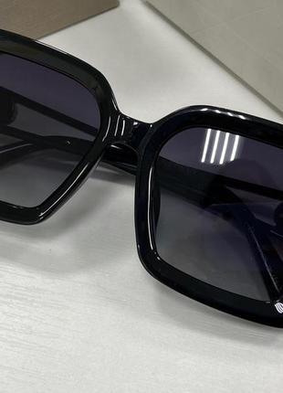 Женские солнцезащитные очки квадраты крупные с поляризацией и градиентом чёрные