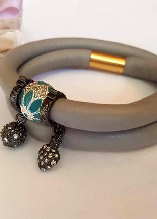 Браслет серый кожаный жгут с магнитным замочком от pilgrim дания