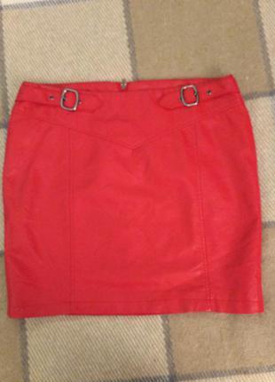 Красная юбка из экологически кожи colours