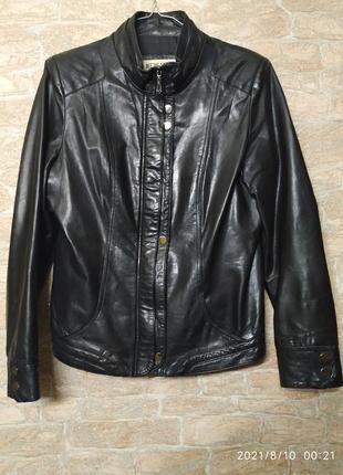 Кожаная женская куртка 50 размера
