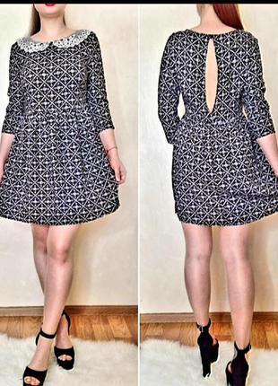 Красивое платье с кружевным воротничком