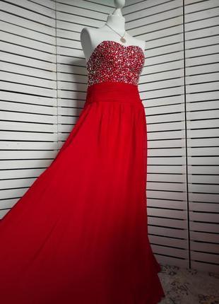 Вечернее красное платье расшитое камнями