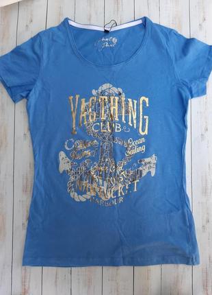 Голубая женская футболка с принтом