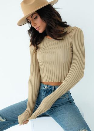 Коричневый укороченный пуловер в рубчик