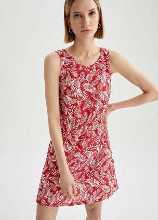 Простое легкое платье в принт листья