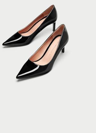 Черные лаковые туфли с острым носком zara
