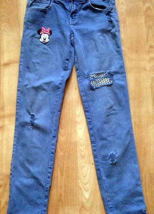 Джинсы модные скинии синие с дыркой потертостями сетка микки