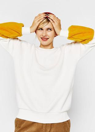 Свободный свитшот толстовка с объемными пушистыми плюшевыми рукавами bershka бершка