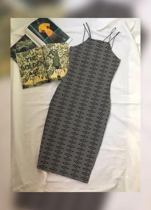 Жіноча міді сукня в обтяжку
