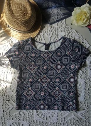 Укороченная футболка с этническим узором бохо стиль