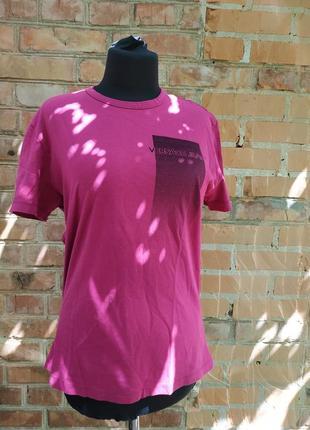Розовая брендовая футболка versace jeans италия