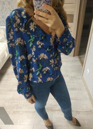 Нежная красивая блуза с рюшами