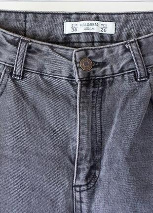 Стильный серые джинсы с дырками