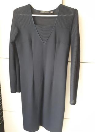 Шикарное платье из плотного трикотажа.